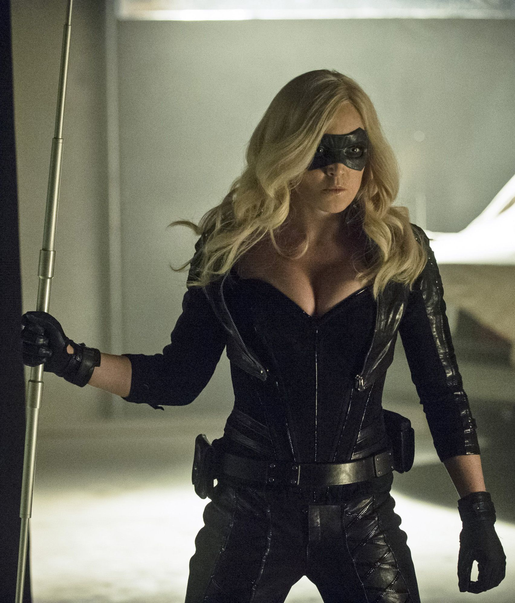 Arrow - Birds Of Prey - The Canary In 2019  Arrow Black -4082