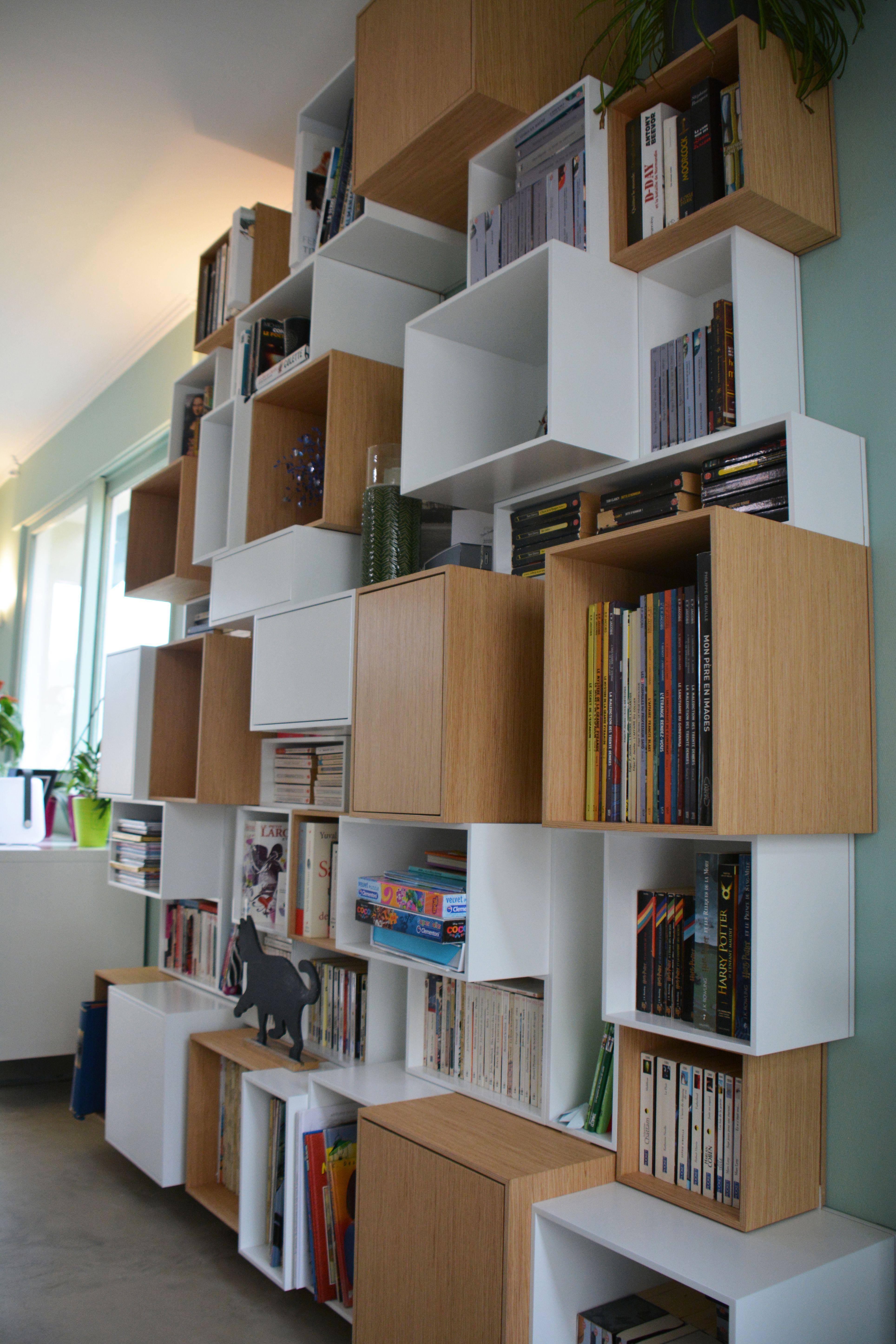 Bibliothèque Cubit En Blanc Et Bois Pour Une Rénovation Du Séjour Salle à  Manger.