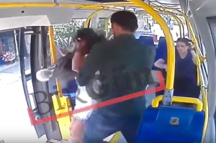 Brutal hombre la golpeó en un bus por llevar falda corta. Ella intentó defenderse y él reaccionó peor