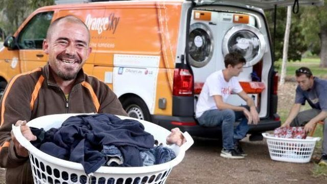 Genius Laundromat Van Washes Homeless People S Clothes For Free