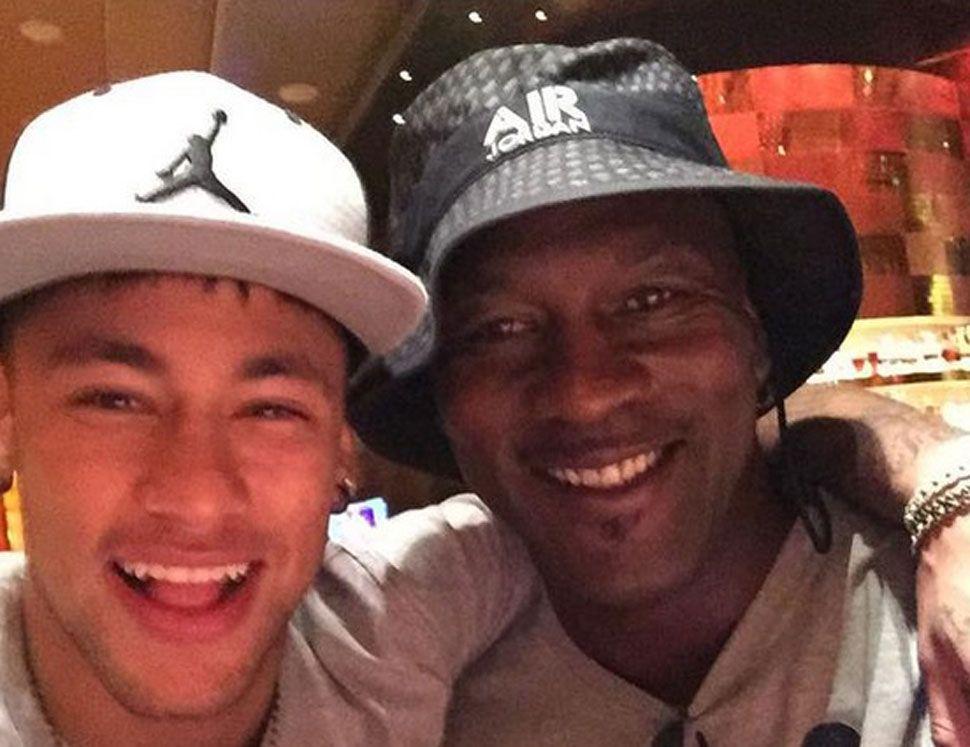 Noticias Nba Neymar Caza Con Un Selfie A Michael Jordan El Más Grande Para Hacer Realidad Un Sueño Marca Co Neymar Michael Jordan Atletico De Madrid