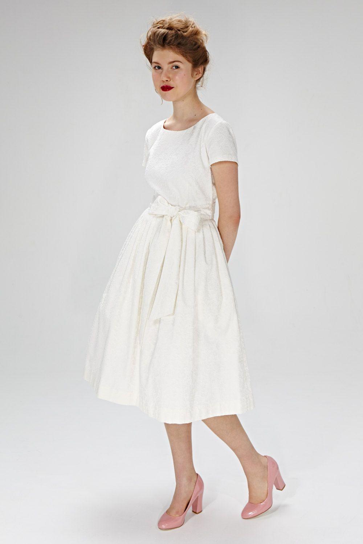 Simple Wedding Dress Vintage Style Wedding Dress White Etsy Plus Size Wedding Dresses With Sleeves Wedding Dresses Simple Short Wedding Dress [ 1500 x 1000 Pixel ]