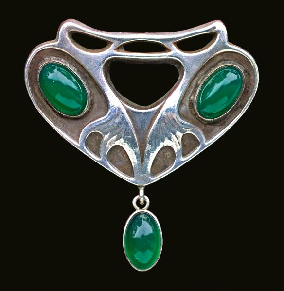 This is not contemporary - image from a gallery of vintage and/or antique objects. GEORG KLEEMANN 1863-1932  Theodor Fahrner Jugendstil Brooch  Silver Chalcedony
