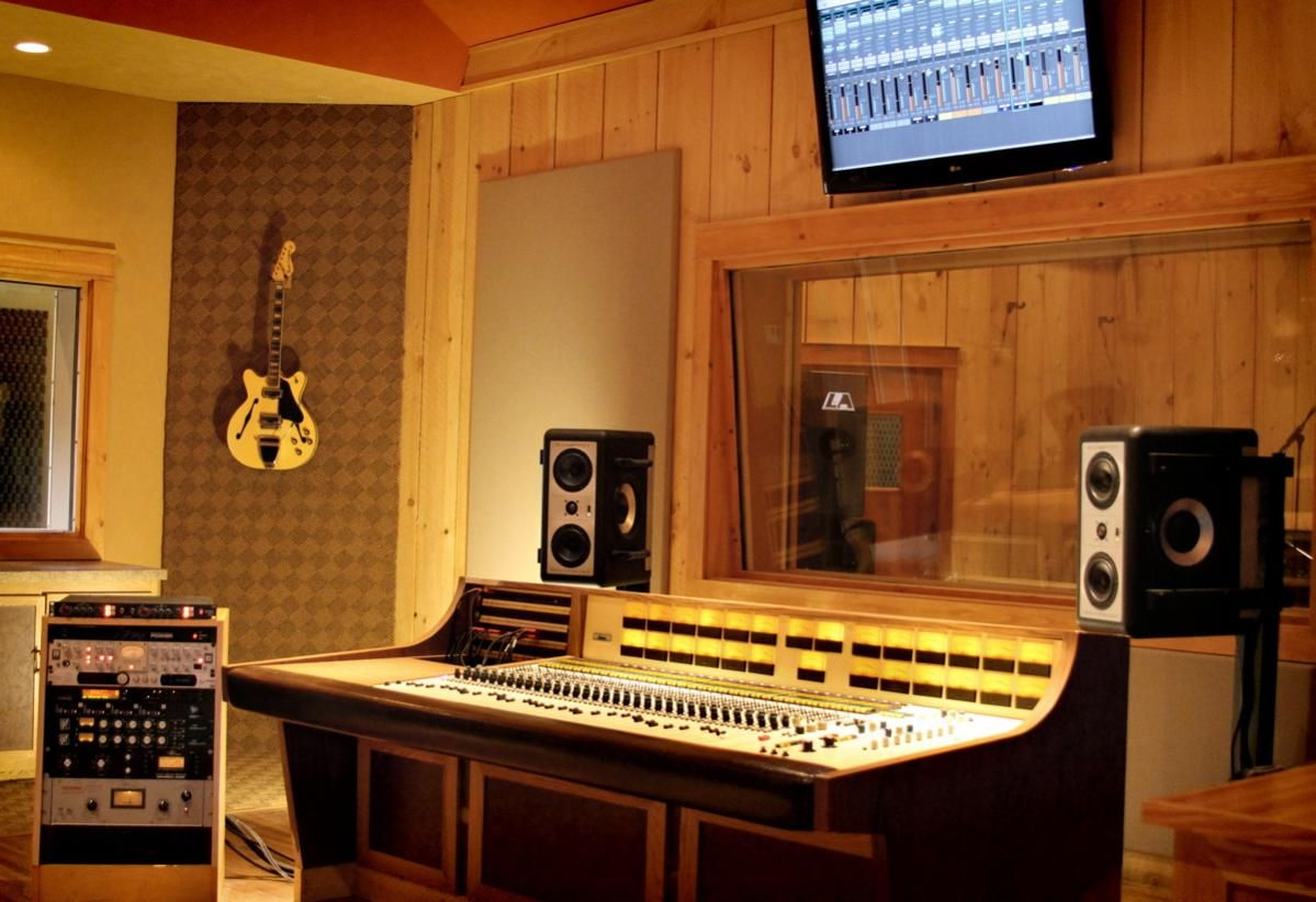 Like The Idea Of The Carpeted Wall For The Guitar I Have A Feeling It Would Reduce The Temperature Differential Between The Wall And Th Studio Ambient Guitar