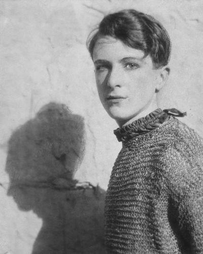 1920s portrait of a young cecil beaton. | Cecil beaton, Portrait ...