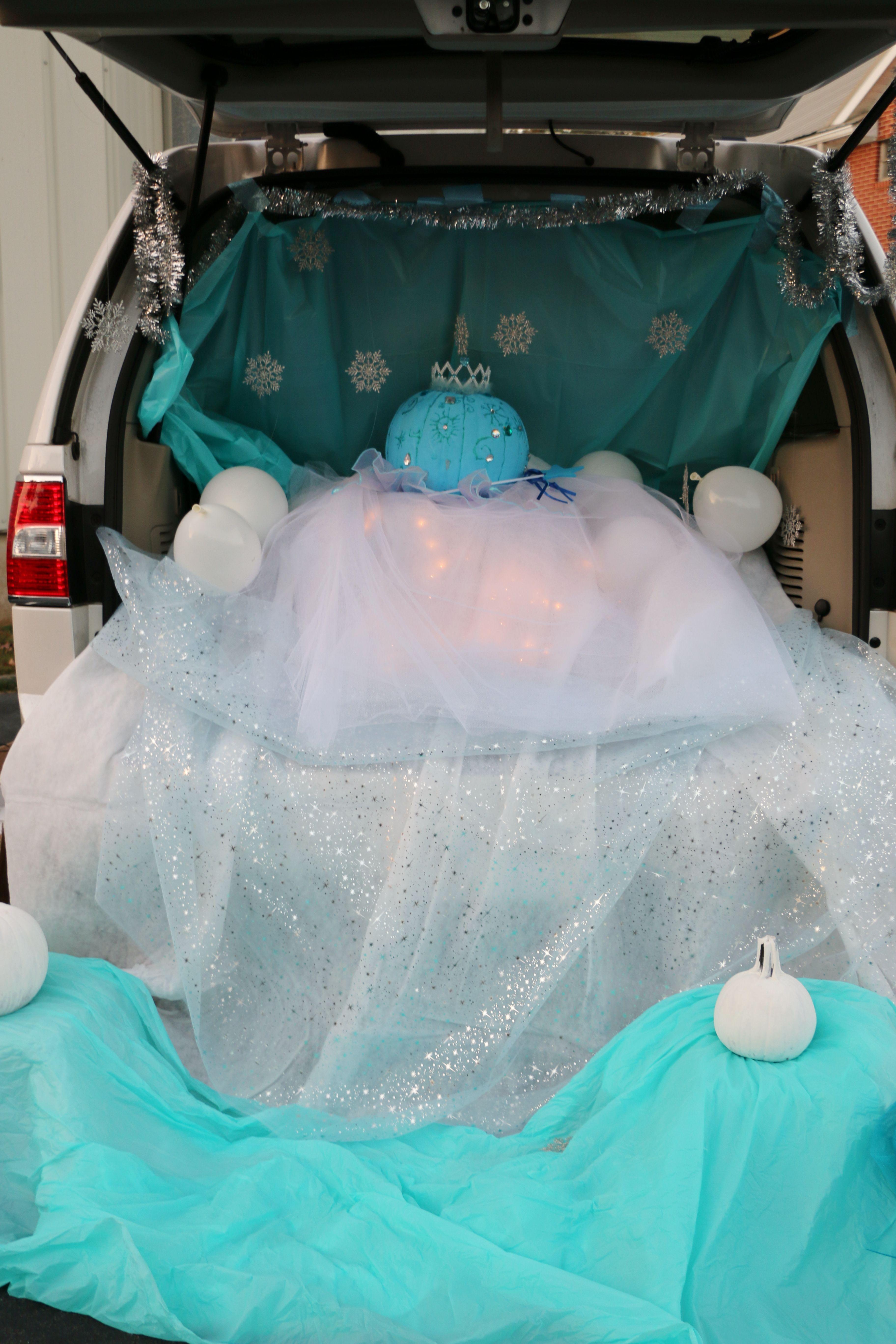 Elsa Pumpkin Centerpiece for Trunk or Treat