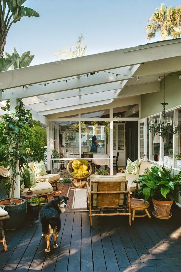 extension maison toit verre veranda cosy sol bois