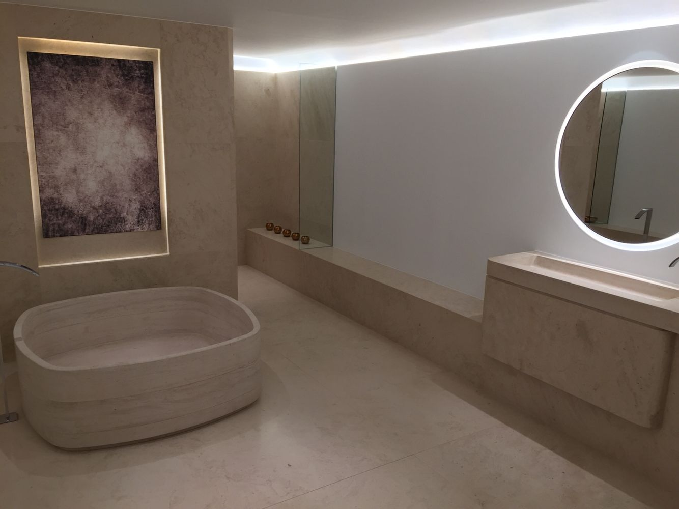 Piet Boon Badkamer : Natuursteen badkamer van piet boon in de porcelanosa showroom
