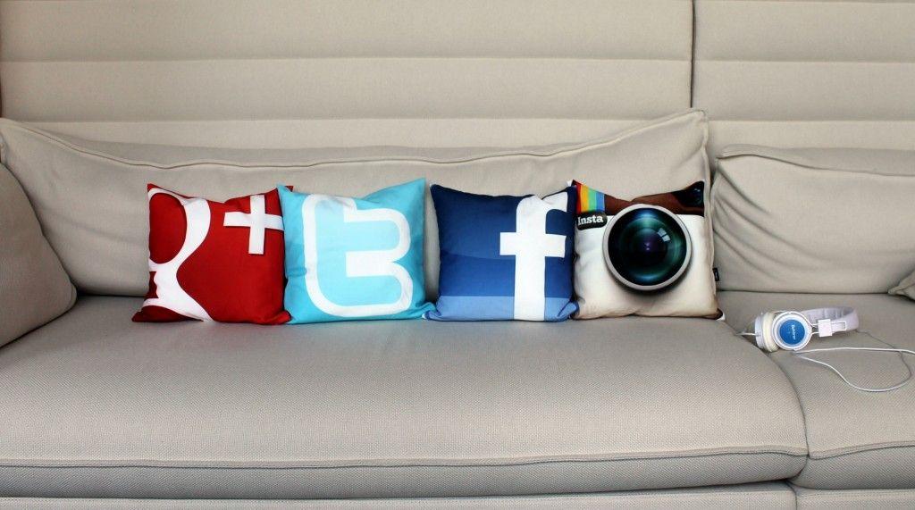Gestaltet unsere Kissen mit Eurem Lieblingsfoto! Wir haben uns mal 4 Social-Kissen gezaubert!
