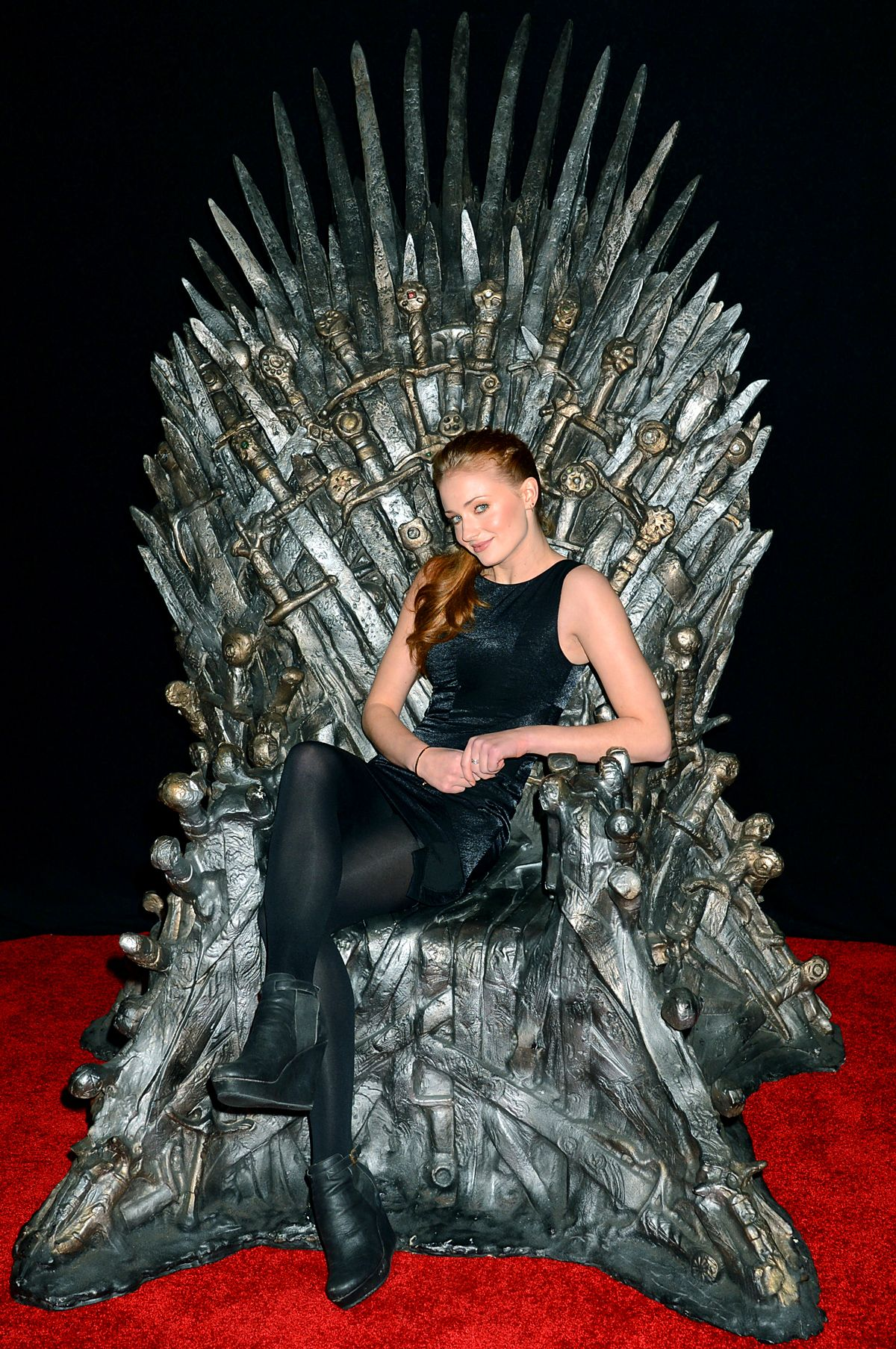 Hbo Unveils An Even Bigger Iron Throne Of Westeros Sophie Turner Celebrities Maisie Williams Sophie Turner