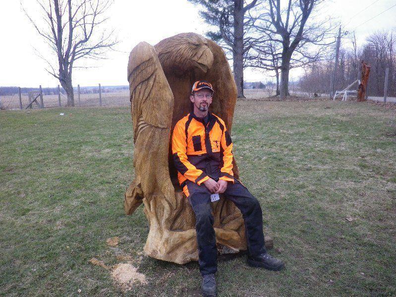 Eagle chair by flavio favaro chainsaw carver wood for Stuhl design kunstunterricht
