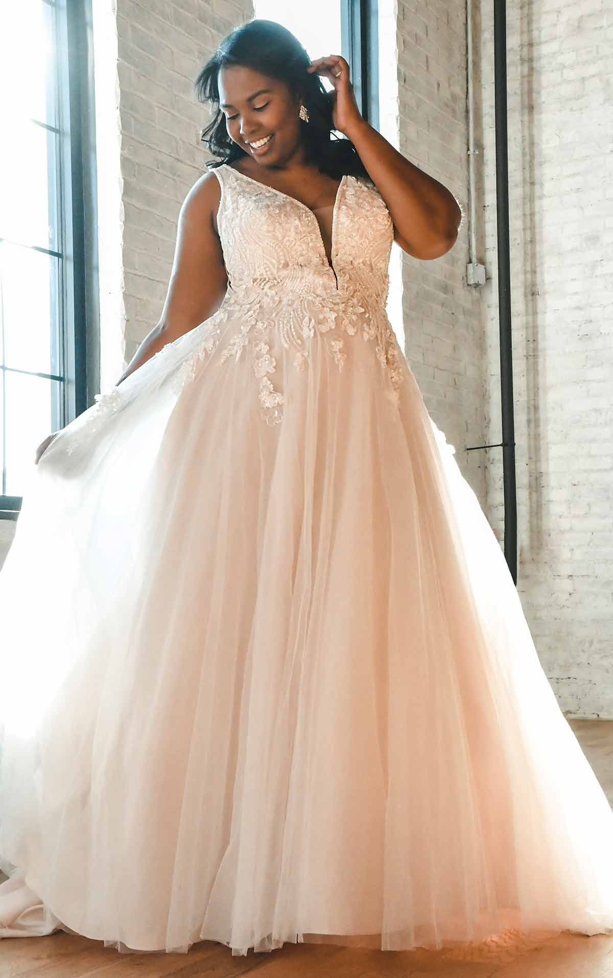 Lace And Tulle A Line Plus Size Wedding Dress With 3d Details Essense Of Australia Wedding Dresses In 2021 Essense Of Australia Wedding Dresses Plus Size Wedding Gowns Wedding Dress Styles [ 1914 x 1200 Pixel ]
