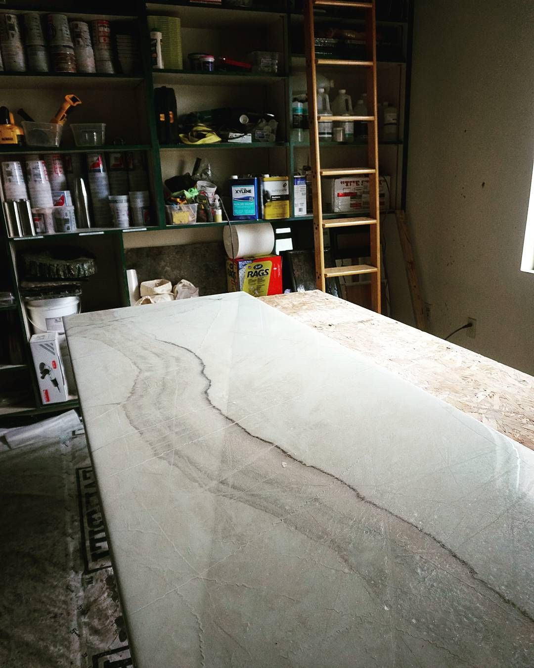 Believe It Or Not This White Marble Was Made Using Epoxy And You Could Create This Look On Your Existing Counter Resin Countertops Epoxy Countertop Diy Marble