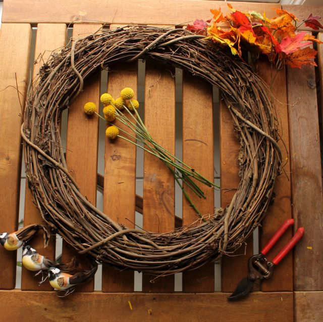 Hey buddies! Today I'm going to share a quick DIY tutorial on how to make a lovely, simple, fall wreath!   I wanted to put together someth...