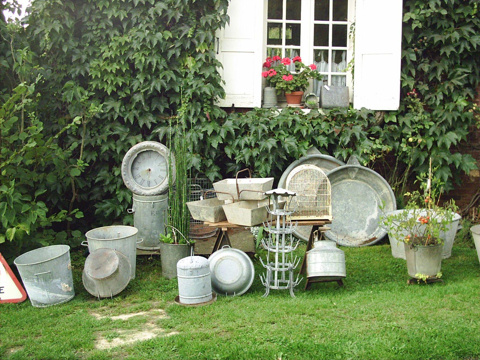 ancien grand lot de zinc pour une belle d co jardin chez sortie d 39 usine morgny au jardin. Black Bedroom Furniture Sets. Home Design Ideas