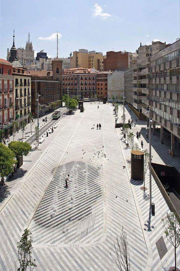 Plaza Santa Maria Soledad Torres Acosta (Plaza de la luna)