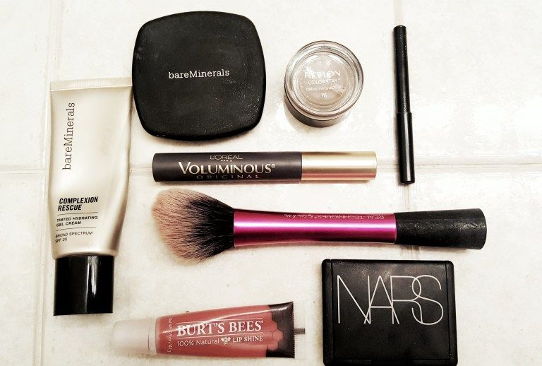 Photo of How to Create Your Perfect Minimalist Makeup Collection