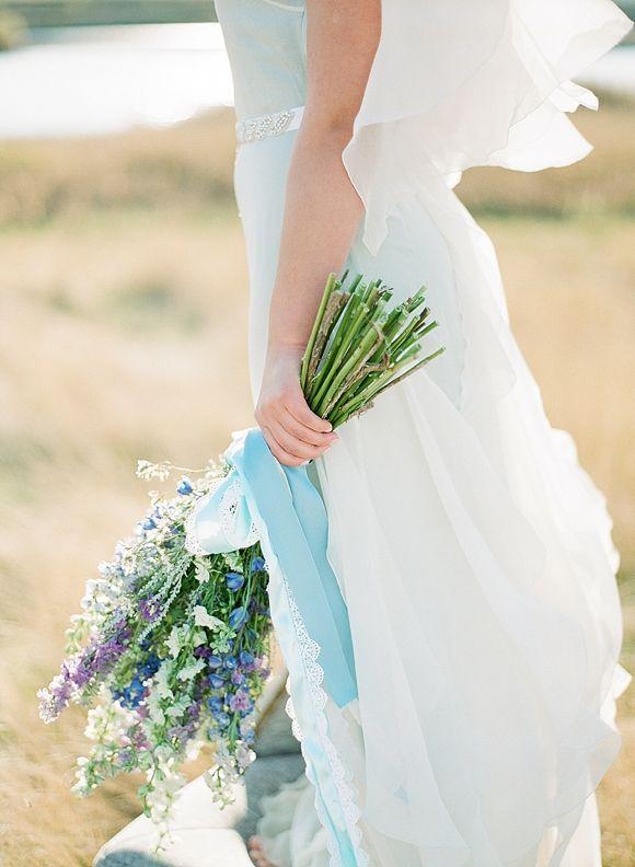 Organic Vintage Wedding Ideas   Wedding Sparrow   Golden Veil Photography