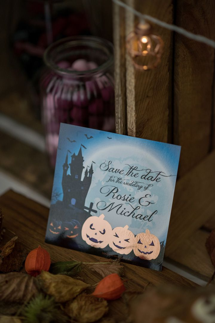 Save the date Halloween | Halloween themed wedding invitation | Autumn wedding inspiration