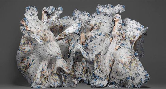 McQueen damien hirst 3 Fashion Or Art: Alexander McQueen x Damien Hirst Scarf Collection %tag