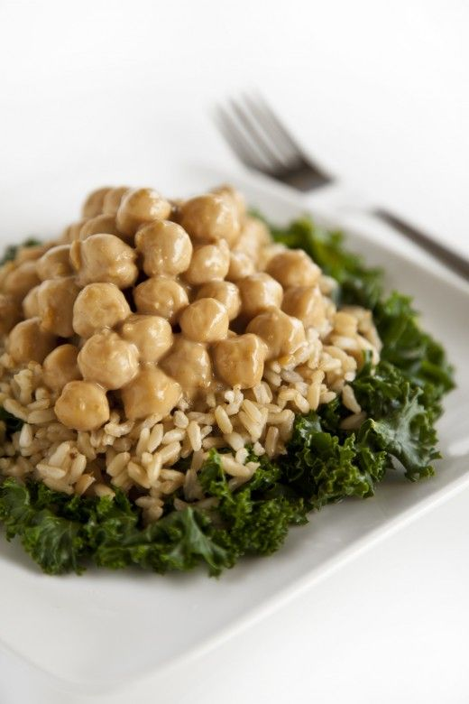 Thai Chickpeas Over Steamed Kale