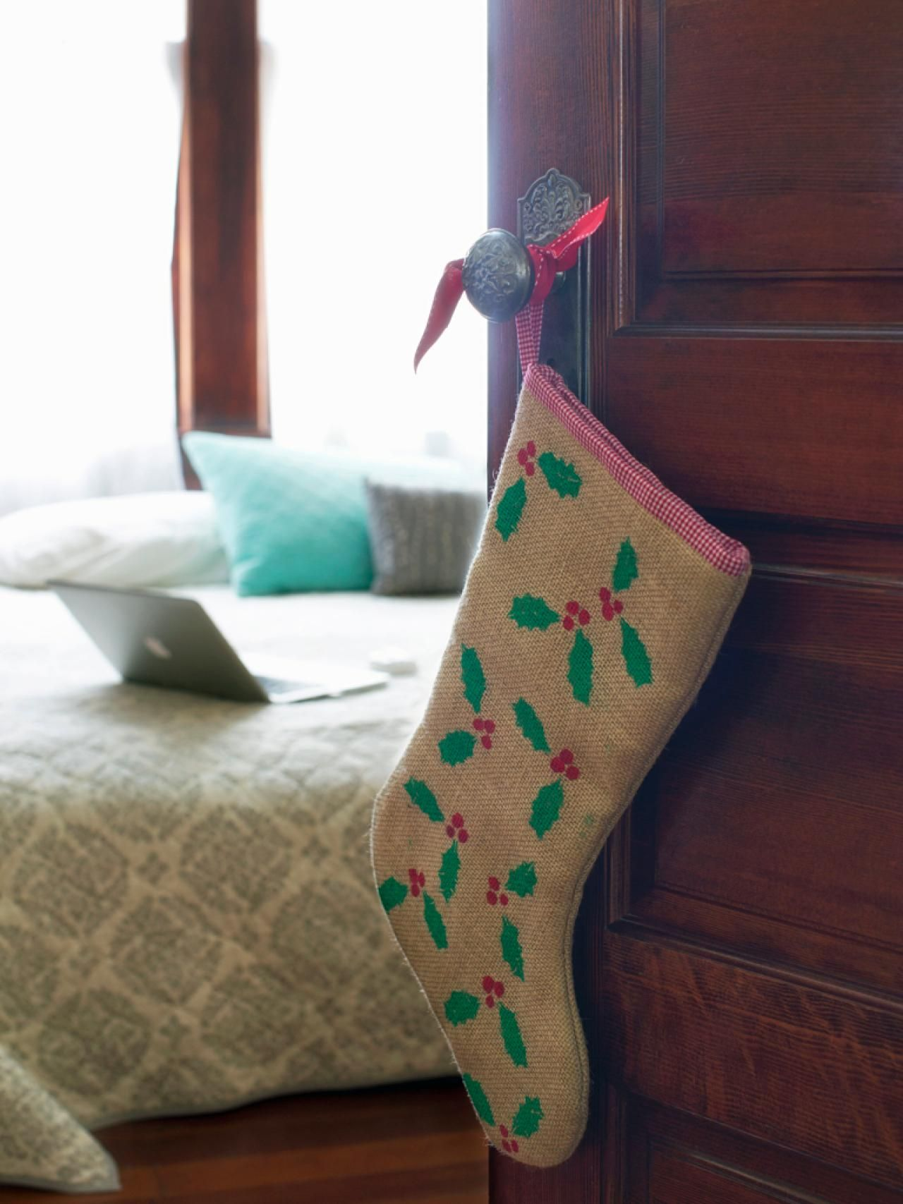 Do it yourself christmas stockings paint burlap burlap and do it yourself christmas stockings solutioingenieria Gallery