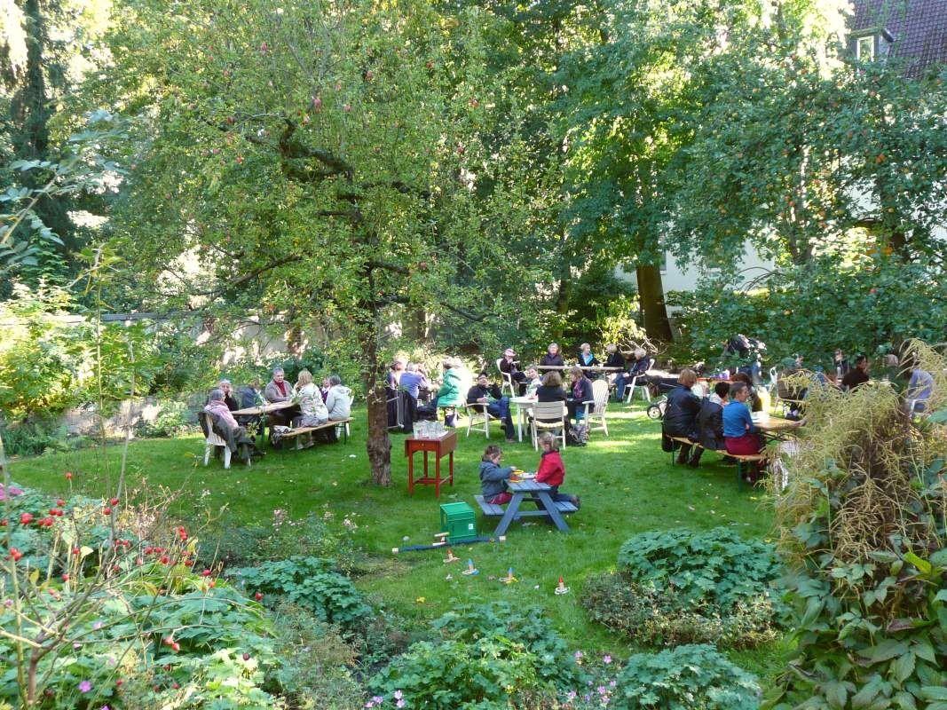 Cafe Im Garten Eden Das Wird Dich Inspirieren Open Shelving Zu Umarmen Von Cafe Im Garten Eden Linden Entdecken Fur Cafe Im Garten Dolores Park Park Travel