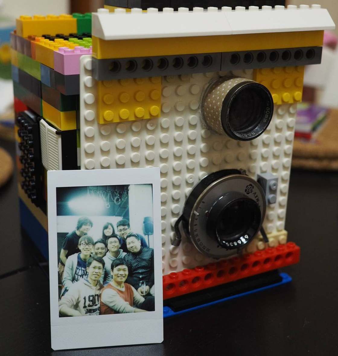 LEGO Instant Camera, a functional instant camera built entirely in LEGO! A funny concept created by Alberto, aka Instax Magic, a photographer based in Hong Kong and specialized in modification of instant cameras.