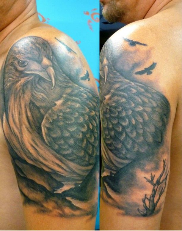 tattoo adler mit baum oberarm tattoos pinterest tattoo ideen oberarm tattoo und adler