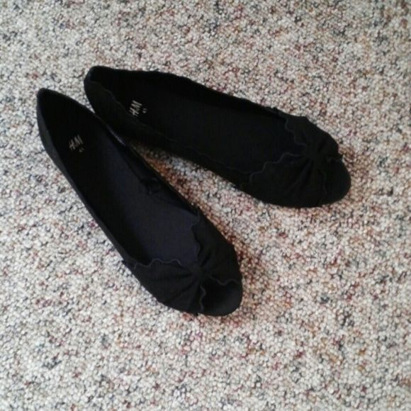 Black peep toe flats, new, never worn. Scalloped edges with bow shaped toe H&M Shoes Flats & Loafers