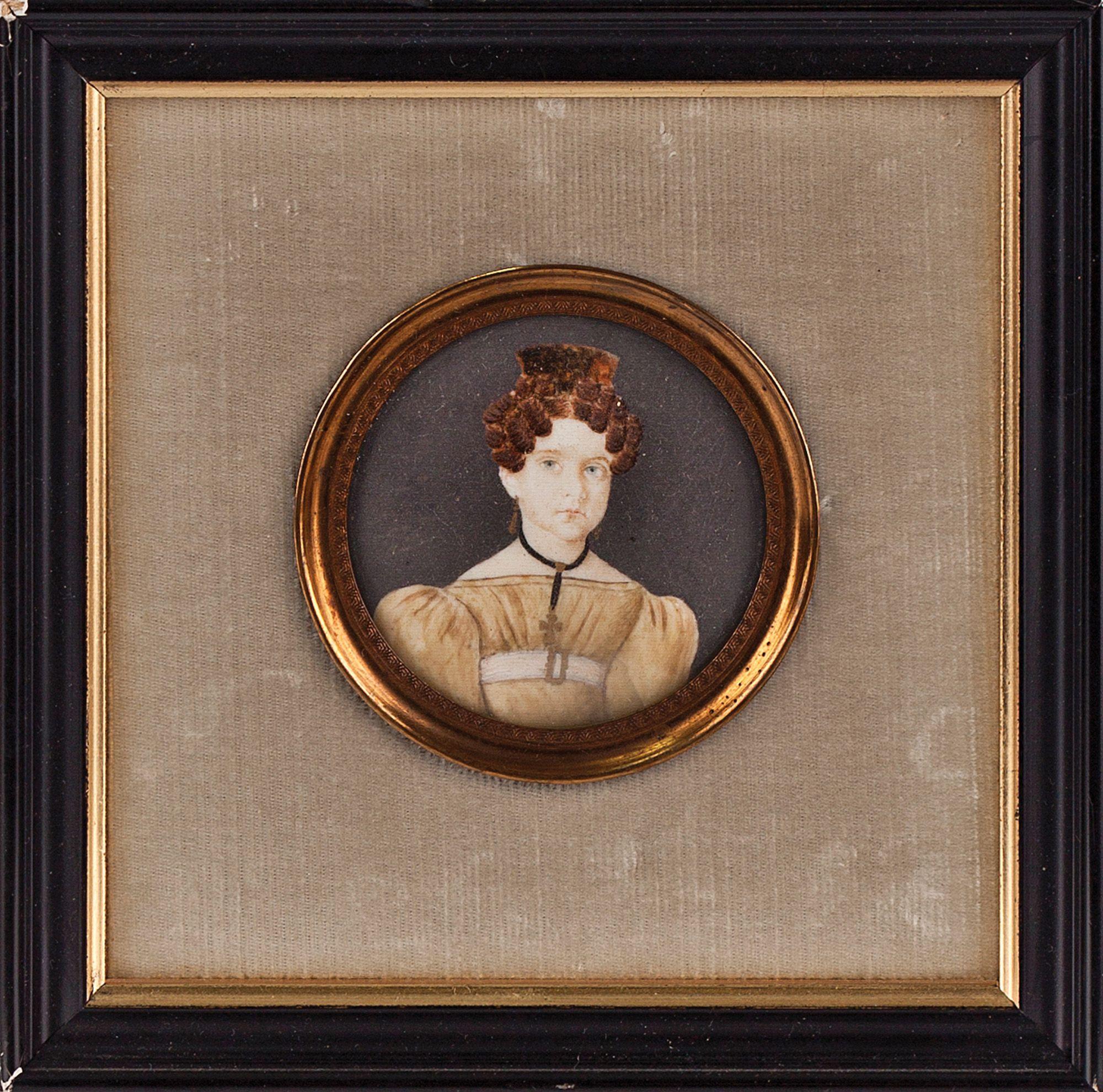 Dama con peineta de carey. Retrato en miniatura, escuela española. Acuarela sobre marfil.