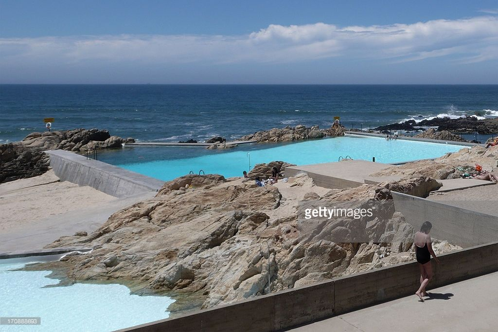 Leca piscina das mares 1966 avaro siza portuguese swimming pools and architects for Alvaro siza leca swimming pools