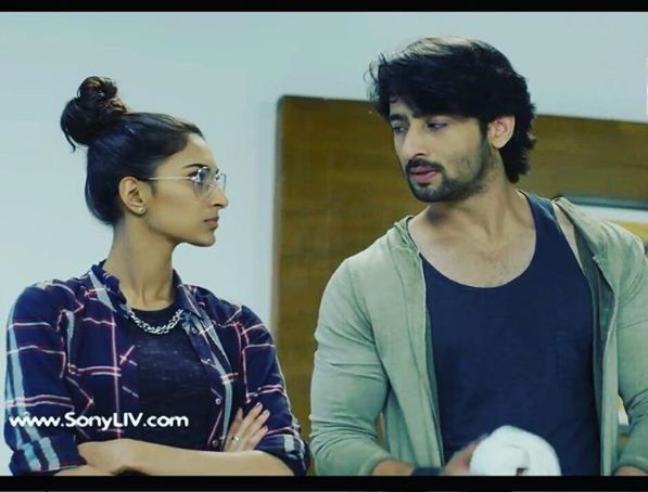 Kuch Rang Pyar Ke Aise Bhi 16 March 2017 Written Update Of Full Episode Sona And Dev Get Stranded In A Jungle With Images New Gossip