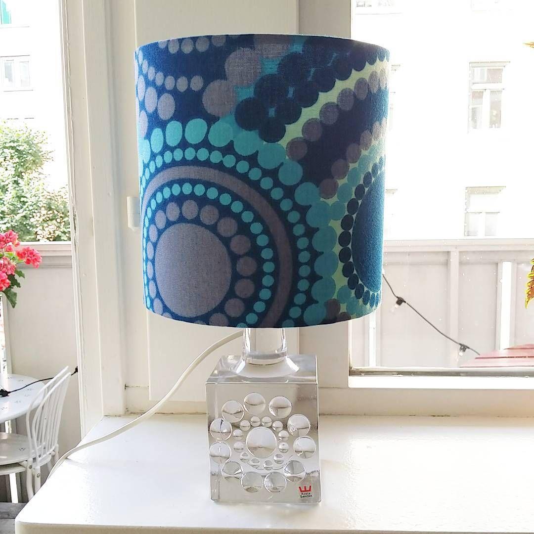 SÅLD 💙 1 blå glimminge tygskärm i jättefint o passar fönster ...