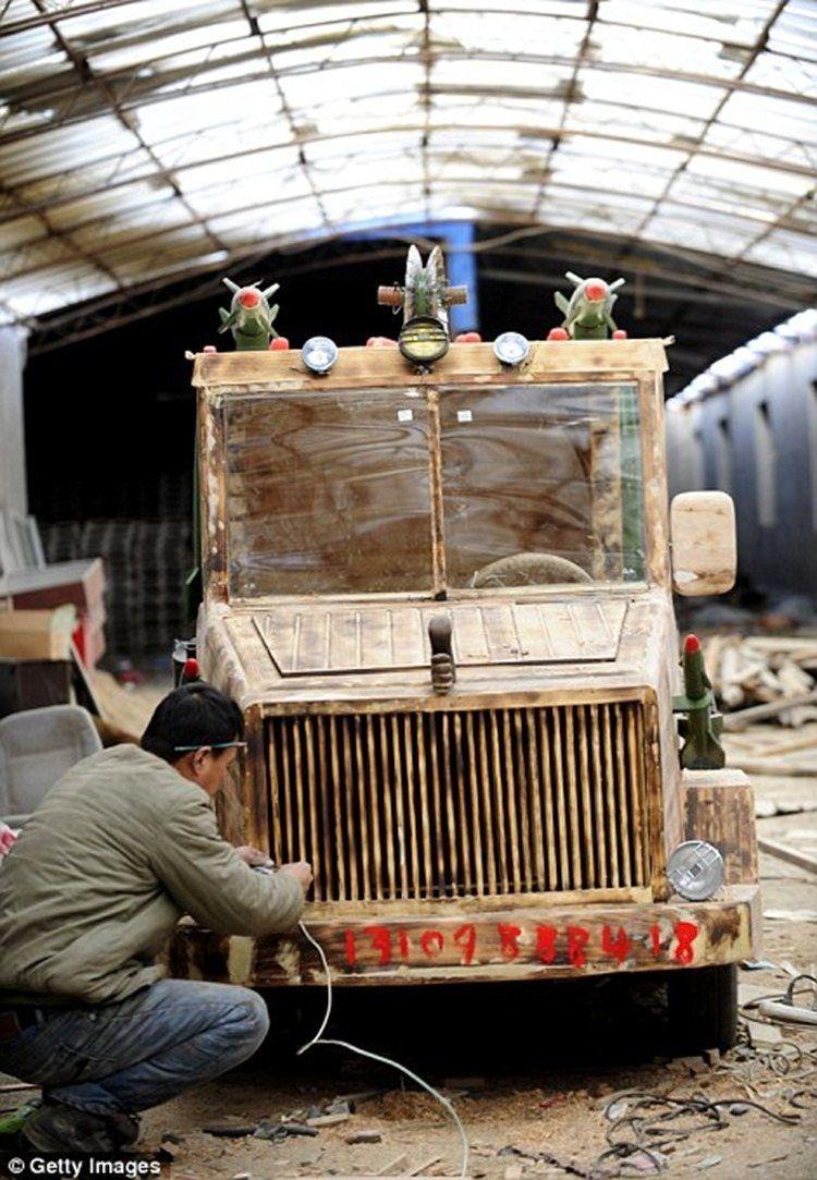 Artesano Chino Hace Un Coche El Ctrico De Madera Chino Madera Y  # Saqqara Muebles Y Decoracion