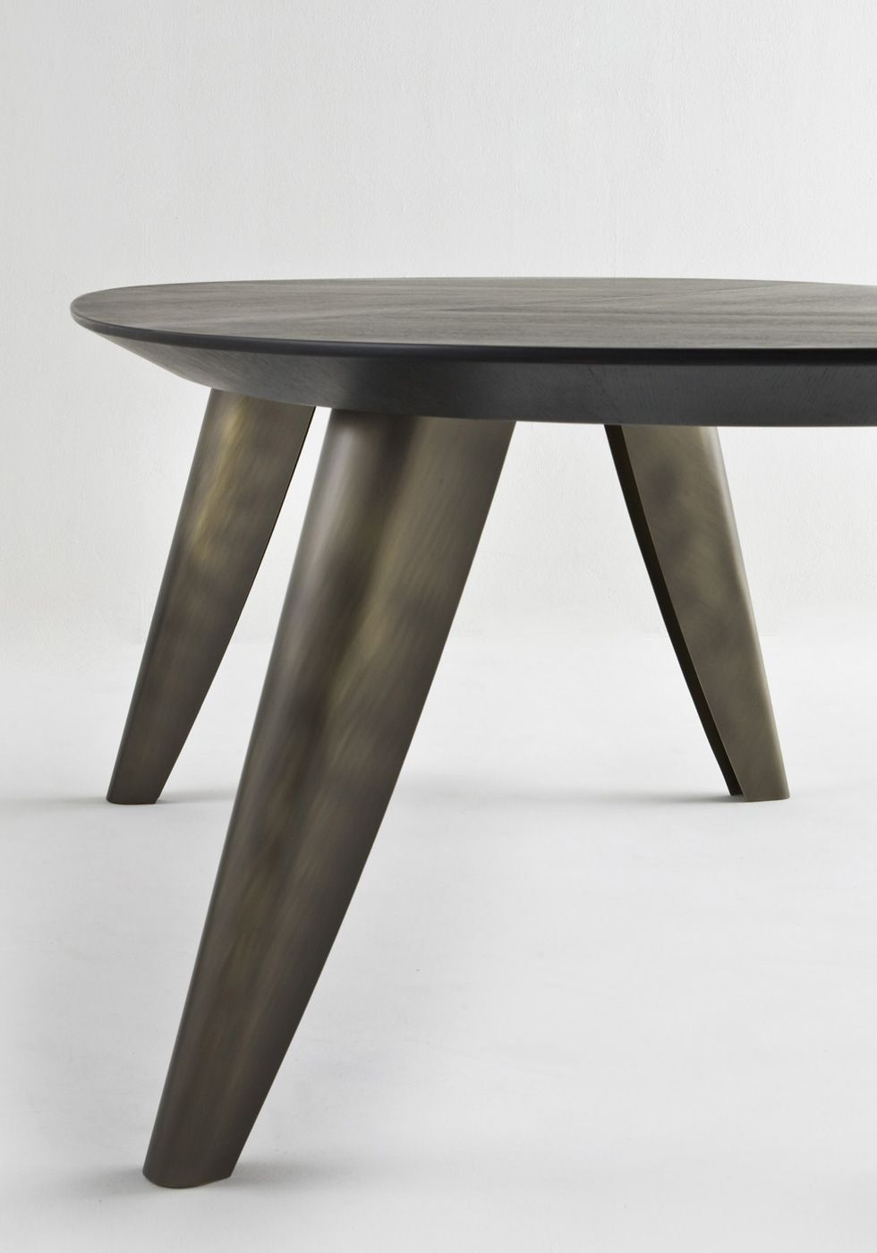 BD 161 E   Elliptical Table With Wood Veneered Top Made With Crossed  Grains. Legs