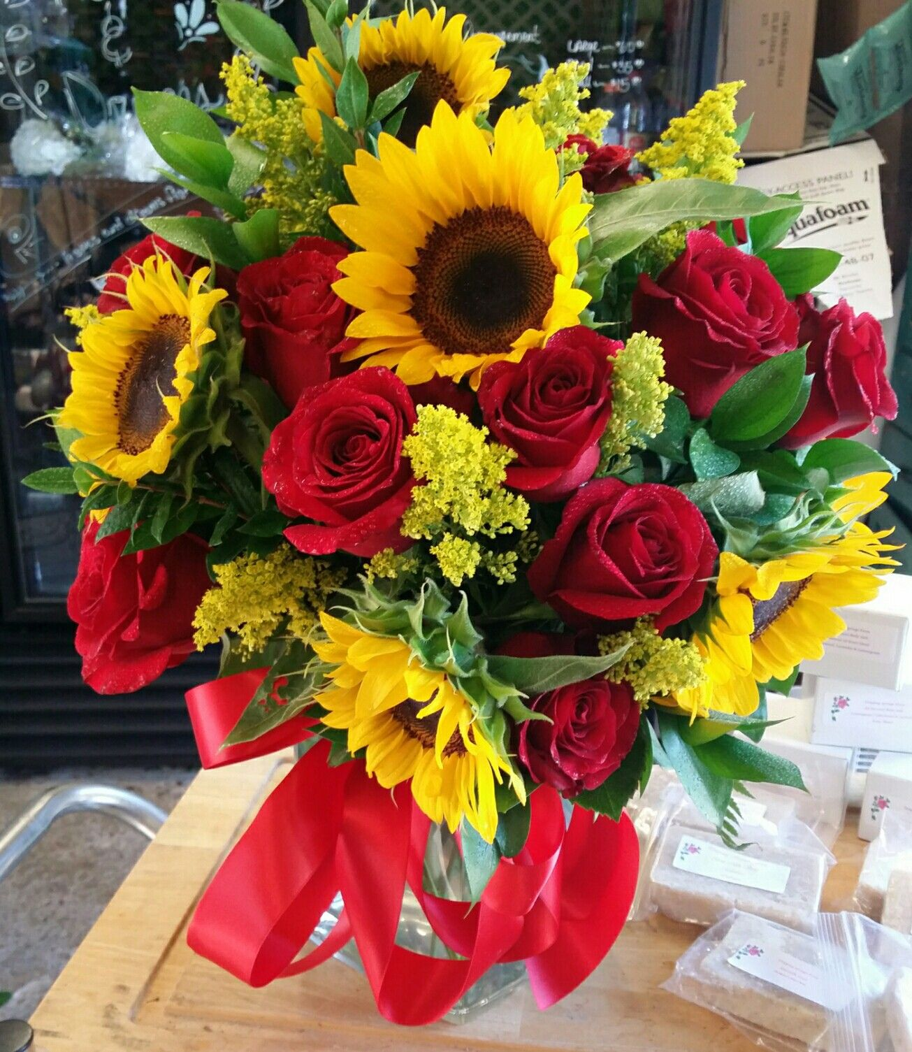 Red Roses And Sunflowers In A Square Vase Birthday Flowers Bouquet Red Roses And Sunflowers Sunflowers And Roses