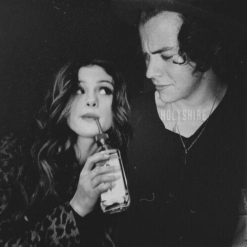 Harry styles and selena gomez | Harlena | Harry Styles, Selena Gomez, Best friends brother
