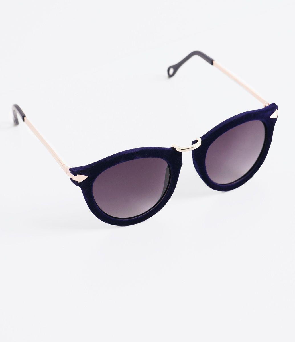 e26bf5725438c Óculos de sol Modelo redondo Hastes em acetato Lentes em acrílico degradê  Efeito aveludado Proteção contra raios UVA   UVB Acompanha um estojo e  flanela de ...