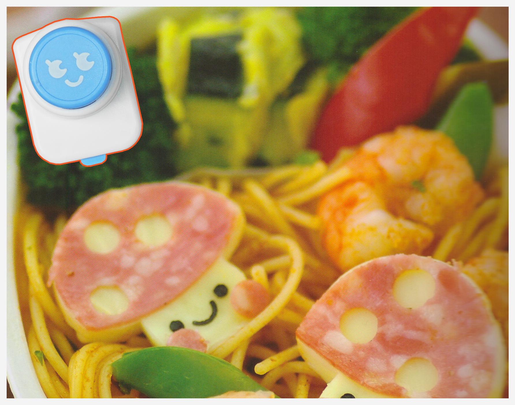 Notre perforeuse à nori bleue est parfaite pour cette recette bento ^^ (crédit photo recette livre Yum Yum Bento Box)