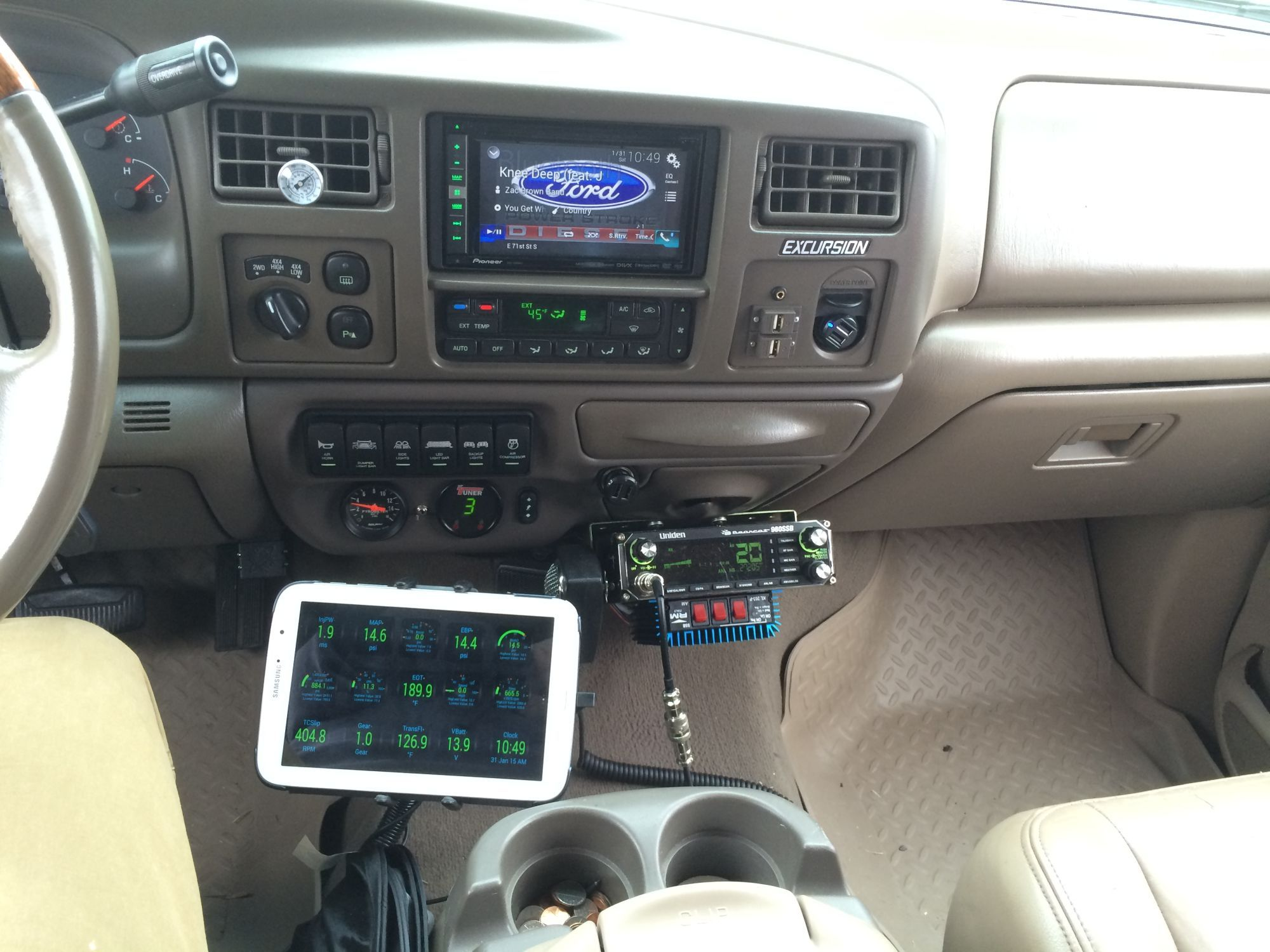 Uniden Cobra Cb Dash Mounted In A Ford Excursion Ford Excursion Ford Excursion Diesel Ford F250 Diesel