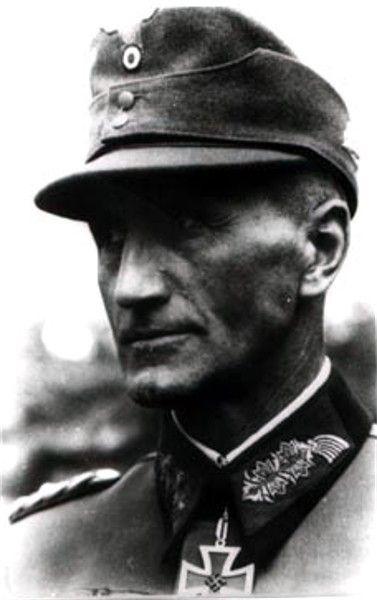 ✠ Friedrich-Jobst Volckammer von Kirchensittenbach (16 April 1894 – 3 April 1989) RK 26.03.1944 Genlt Kdr 8. Jäg.Div