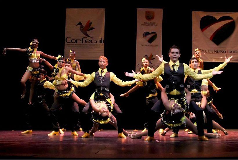 dancing salsa D200  La Isla http://cb-digitalshop.blogspot.com/2014/11/curso-completo-domina-la-salsa-view.html