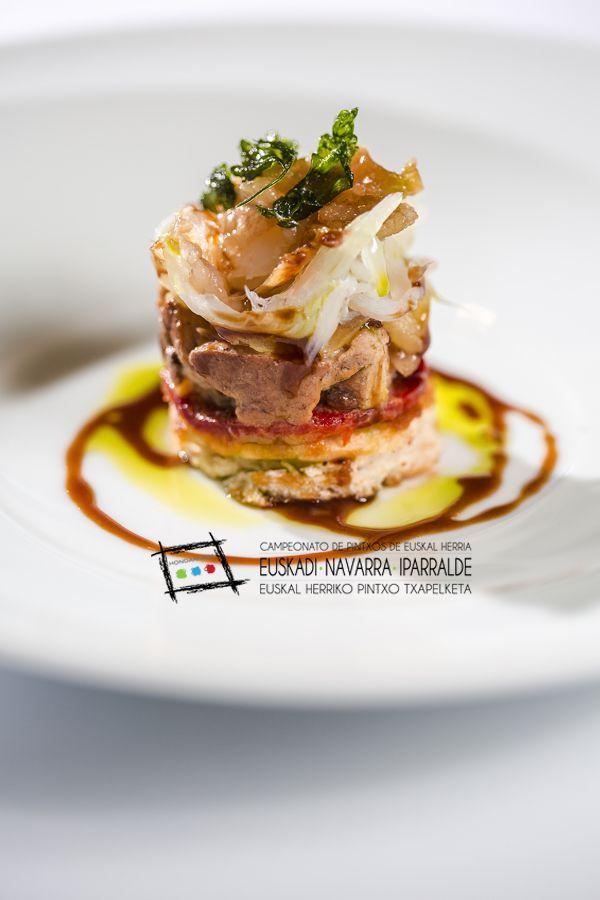 Tosta de bacalao ahumado con foie y pimiento del piquillo - Aperitivos con bacalao ...