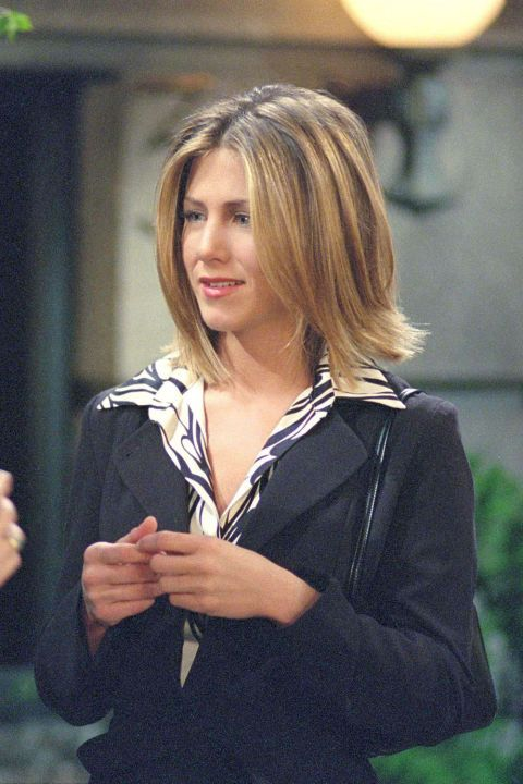 34 Rachel Green Fashion Moments You Forgot You Were Obsessed With On Friends Jennifer Aniston Short Hair Rachel Haircut Friends Rachel Hair