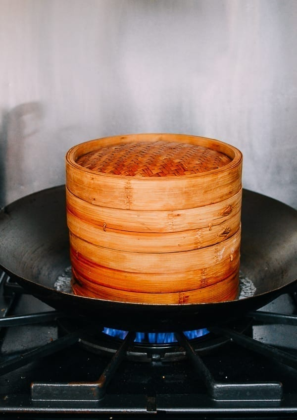 How To Use A Bamboo Steamer Instructions Photos The Woks Of Life Food Steam Recipes Bamboo Steamer Recipes