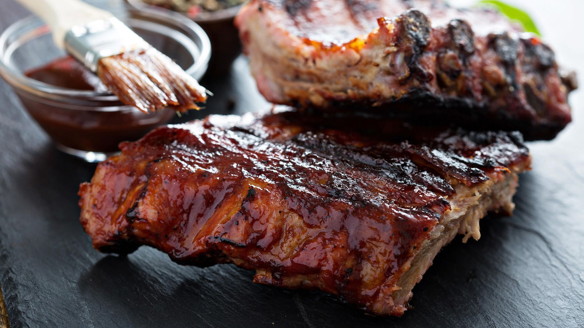 Best Oven Grilled Ribs Recipe With Chocolate Bbq Sauce Lindt Everyday Excellence Recipe Food Bbq Ribs Pork Ribs