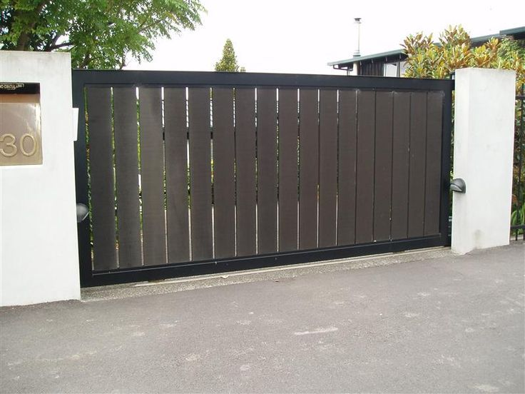 Privacy fence driveway gate the fence gate shop offer for Driveway gate plans