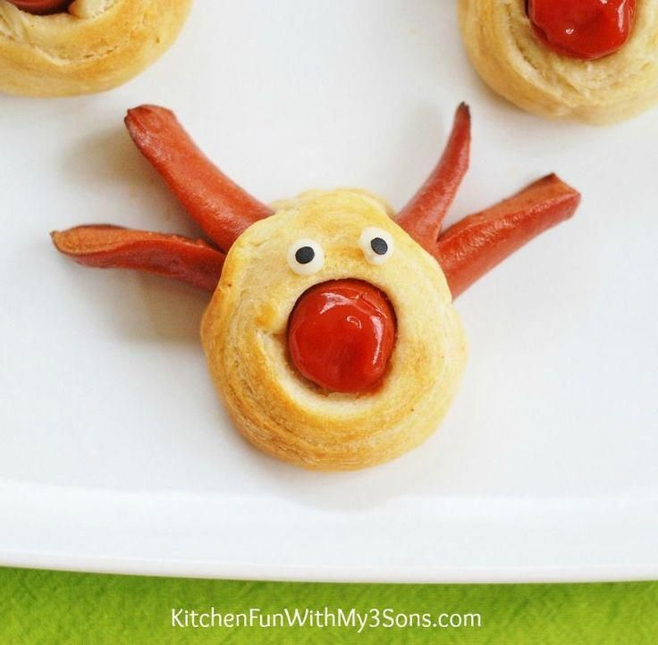 If your kids are like my boys, they are going to absolutely love these adorableReindeer Hot Dogs for a fun & easy Christmas lunch! These cute hot dogs take just minutes to make using Pillsbury Crescent Rounds & Hot Dogs! Rudolph Hot Dogs Pillsbury Crescent Rounds Hot Dogs Ketchup 1 Slice of White Cheese 2...Read More » #christmaslunch #hapjeskerstmis If your kids are like my boys, they are going to absolutely love these adorableReindeer Hot Dogs for a fun & easy Christmas lunch! These c