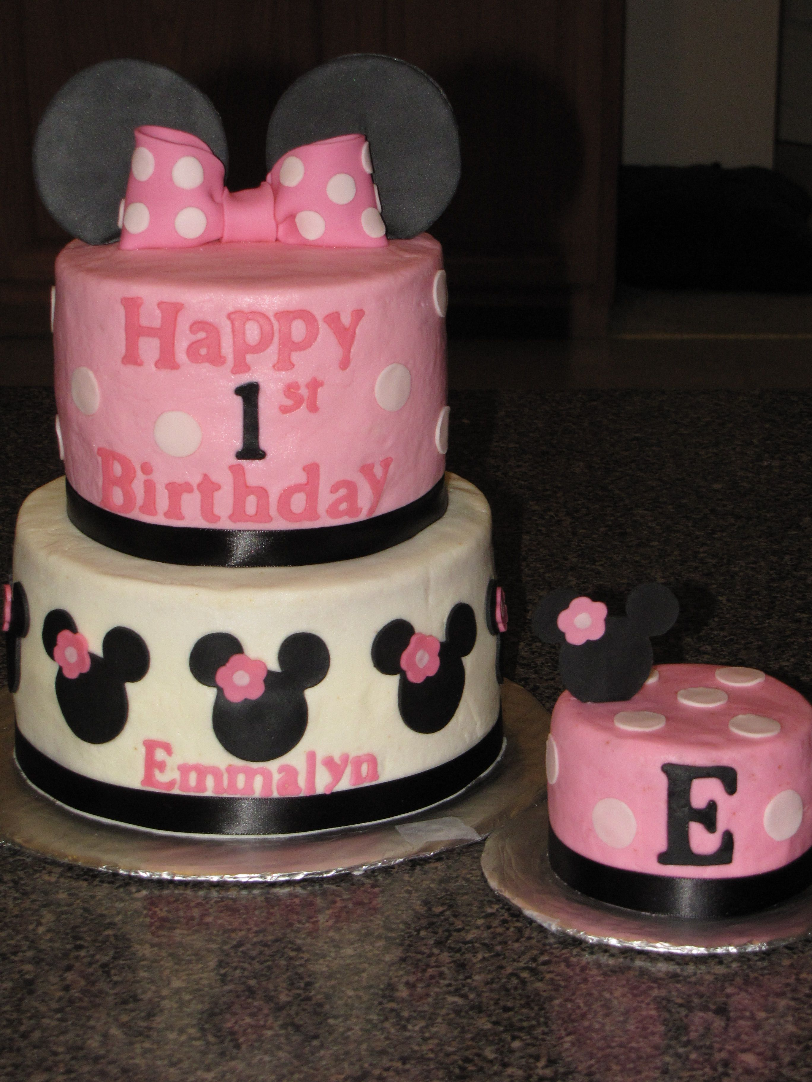 minnie mouse first birthday cake cricut iced in butercream with
